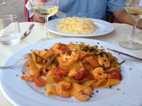 Those italians…who said Venice wasn't good for food? (this linguine with prawns and zucchini was amazing)