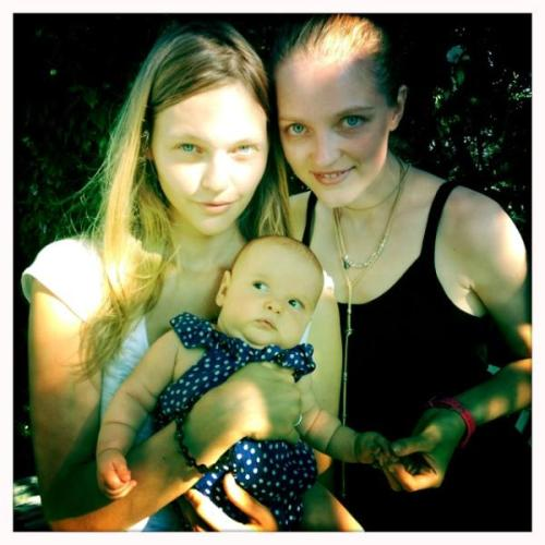 micaceous:  Sasha Pivovarova with her baby Mia and Vlada Roslyakova, July 2012