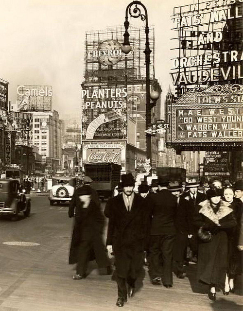 fuckyeahvintage-retro:  New York City, 1937