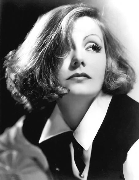 vintagechampagnefever:  The sultry yet aloof Greta Garbo