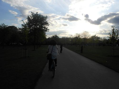 riding through Hyde Park. i miss this.