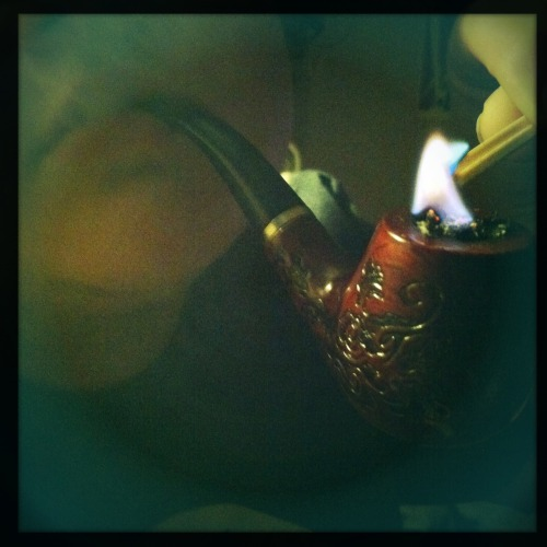 hotpinkscreenofdeath:  I love my pipe. <3
