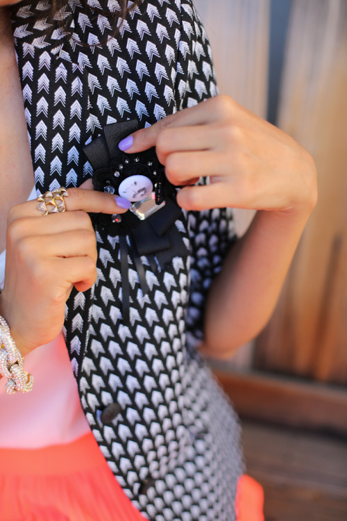 love the print of the blazer + the pin. via vivaluxury