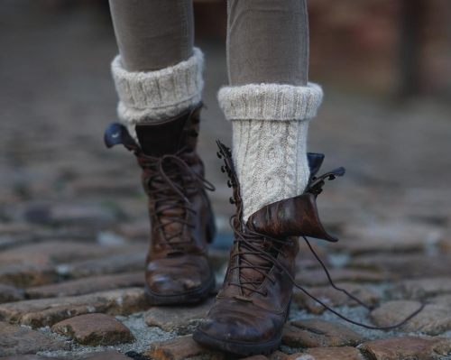 c4ptain-hook:  i want a pair of boots like this so badly :c