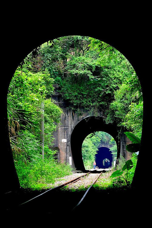 Triple Railroad Tunnel, Xiapu, China photo via dont