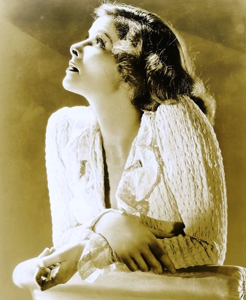 1/50 pictures of Katharine Hepburn