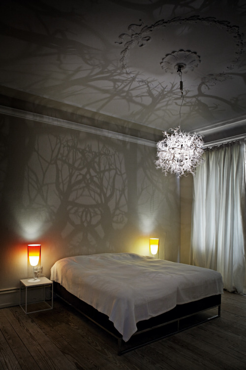 blua:  A light sculpture that turns the room into a tangle of branches and trees. The lamp is made by using a special 3D-printing technique and the lamp can be manufactured in various sizes as necessary.