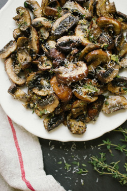 foodfuckery:  Baked Lemon and Thyme Mushrooms Recipe