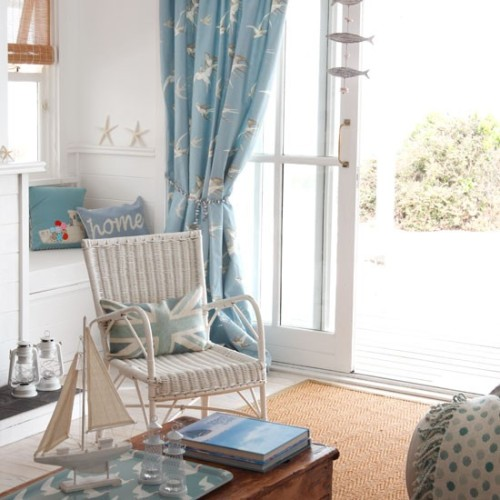 justbesplendid:  seaside living room   Oh my god, I want that union jack pillow so badly
