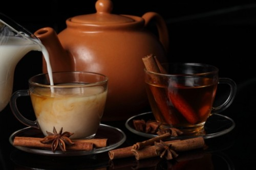 sabordemexico:  Té de Canela con Leche - Cinnamon tea with milk This is such a comforting drink on a cold day or when you're sick. It's especially delicious when made by moms :)