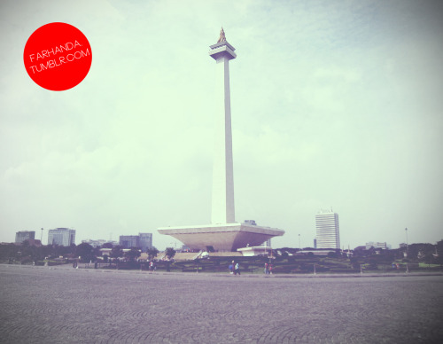 farhanda:  The National Monument (Indonesian: Monumen Nasional (Monas)) is a 433 ft (132 metre) tower in the centre of Merdeka Square, Central Jakarta, symbolizing the fight for Indonesia. Construction began in 1961 under the direction of President Sukarno. Monas was opened to the public in 1975. It is topped by a flame covered with gold foil. The monument and the museum are open daily from 08.00 - 15.00 Western Indonesia Time (UTC+7) throughout the week except for the last Monday of each month when the monument is closed.  Monas, belum pernah naik ke puncaknya. One day, maybe :DTerakhir kesana nonton pertunjukkan air mancur, gak sebagus di Grand Indonesia tapi lagunya jadul abis. Di tengah malah hujan :))