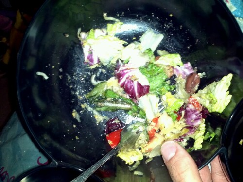 I was too excited to post my salad when o first made it. What's in my salad you ask? Organic Italian salad mix, black olives, vine ripe tomatoes, red bell peppers, nutritional yeast, and a blend of chia amd hemp seeds ground up in a coffee bean grinder, raw fermented cabbage with juniper berries and evoo.