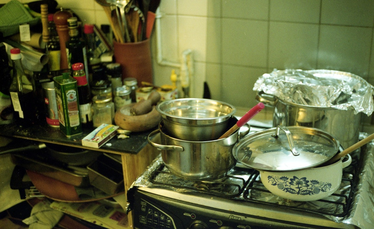 – Kitchen Mamiya NC1000, Kodak Pro Image 100, forced to 400 Mamiya Sekkor CS 50mm f/2.8