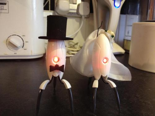 Portal wedding cake toppers!!! I WANT THESE AT MY WEDDING!!!