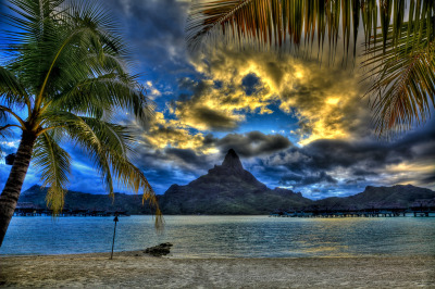 Bora Bora Golden Sunset (by vgm8383)