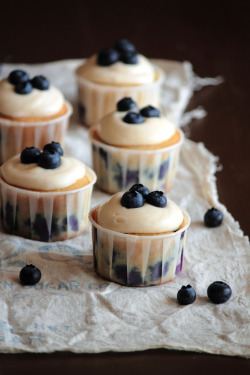 cupcake-pizza:  recipe- Blueberry Cream Cheese Cupcakes