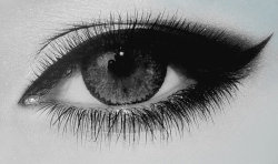 slowlydyin:  eye <3 i loves eyes with a passion!
