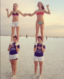 bigjumps-biggerstunts:  Twins on top of Twins ;)   I WISH MY TWIN SISTER WOULD DO THIS WITH ME.