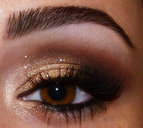 clothesfoodlover:  Gold Eye Shadow