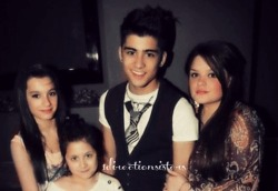 1directionsisters:  Zayn and his sisters ♥