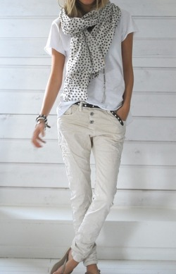 I just love this pulled together casual look! (fashforfashion.com)