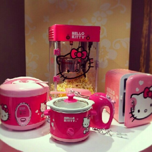 I need them all! Minus the rice cooker since I'm a bad Oriental. @hellokitty #HelloKitty #popcornmaker #crockpot #handmixer #fridge #ricecooker (Taken with Instagram)