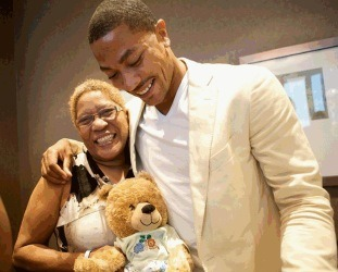 """@drose : Me and my Mom/Dad lol. Love her to death! #thereturn"""