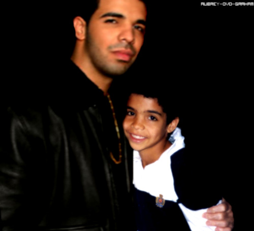 aubrey-ovo-graham:  Big Drake with himself when he was little.