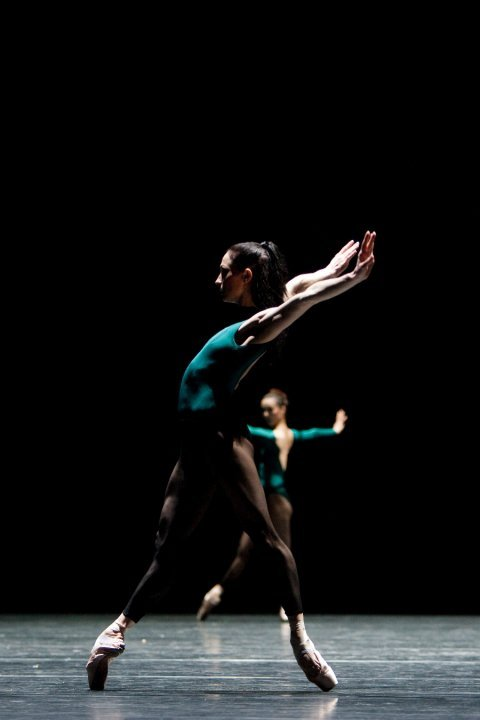 textbooksandtendus:  Het Nationale Ballet Anna Tsygankova in William Forsythe's In the Middle, somewhat elevated Photo by Angela Sterling
