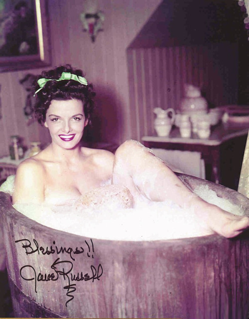 littlebunnysunshine:  mmmmmm….bathtub Jane!