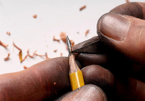 timetravelgirl95:  The intricate magic of pencil lead sculptor Dalton Ghetti.  Que detalle, yo quiero!.
