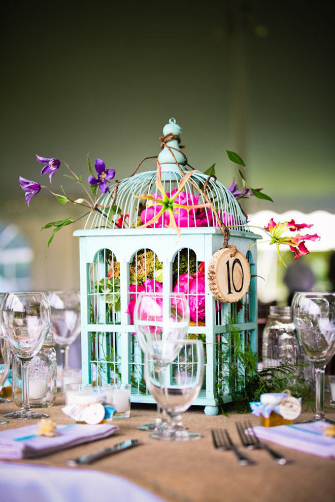 Love the color combo on this centerpiece design…