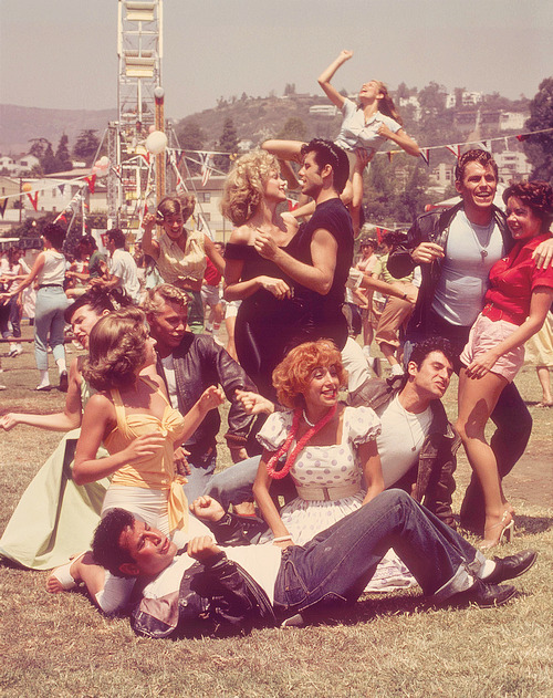 w-asted-space:  drugme:  I wish i lived during this era.   THE GIRL IN THE BACK THOUGH!