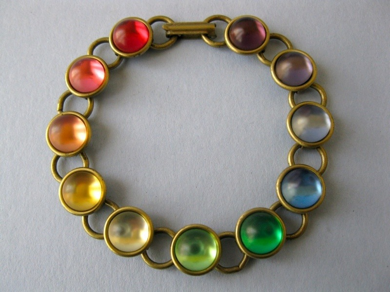 paperdollsammy:  A bracelet that has more colors than a rainbow!