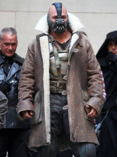 I need this coat.  Tom Hardy on We Heart It. http://weheartit.com/entry/33741571