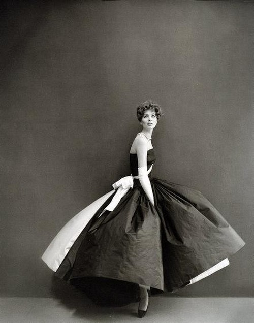 theniftyfifties:  Suzy Parker photographed by Richard Avedon