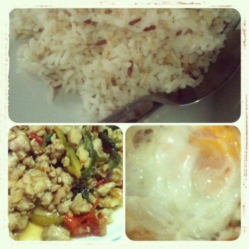 I made a delicious lunch for me and my father. Brown rice + Stir-fried pork and Basil + Fried egg. #Phuket #Thai #Thailand #aimmooncat #aimphensiriklangsurin #saejung #sinsaekimsiasaejunghouse #aimcooking #cooking #lunch #family #father #dad #spicy #house #home #happytime #Food #Thaifood #brownrice #Stir-fried #pork #basil #Stirfried porkandBasil #Friedegg #delicious #yummy #eat #enjoy (Taken with Instagram at Sinsae Kimsia Saejung (House)@Phuket Villa Downrung)