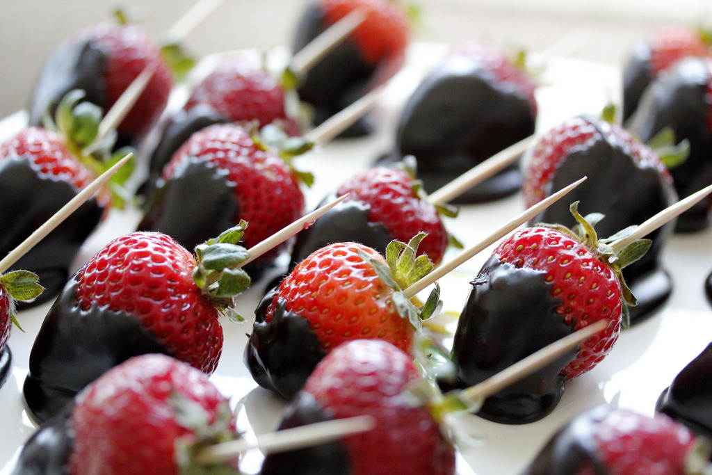 Chocolate Dipped Strawberries - 08/26/12 (by sutsen)