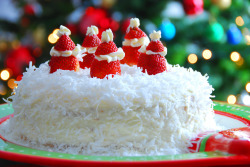 diet-killers:  Coconut Layer Cake (by Saralee2000)