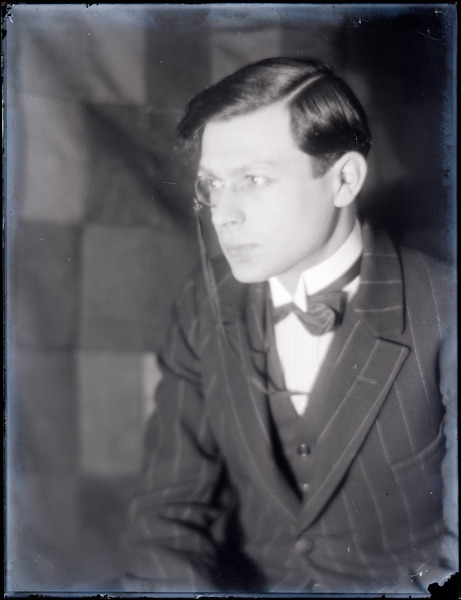 archives-dada:  Man Ray, Tristan Tzara, vers 1922, Paris, Centre Pompidou, © Man Ray Trust / Adagp, Paris