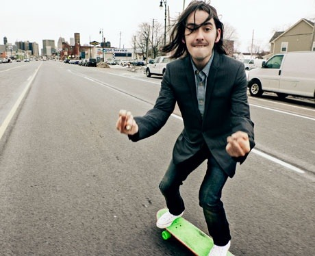 Which famous Beatle is this sexy skater's father ?