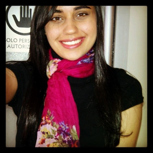"Hi pink scarf, sleek hair and ""no pase"" sign behind me 😊💁 (Taken with Instagram)"