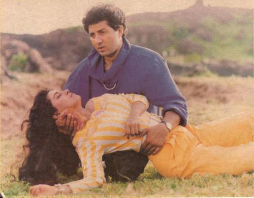 Sunny deol and Juhi Chawla From Lootere