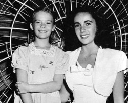 whosafraidofelizabethtaylor:  Natalie Wood and Elizabeth Taylor.  Two of the best.