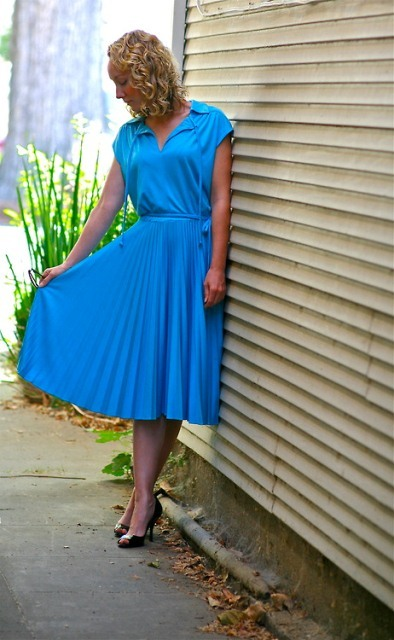 thriftshoprunway:  Vintage dress ($15 from Freestyle Clothing thrift store) Enzo Angiolini pumps ($10 from Freestyle Clothing thrift store as well) Submitted by dressfiend