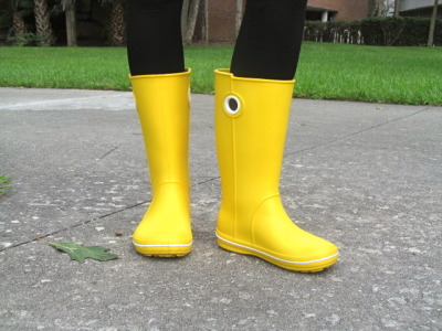 jenxhernandez:  Retro rainboots.  My friend wore these Crocs rain boots today thinking it was going to pour. She bought them recently off Amazon, and decided to get them in yellow to be the bright part of a dark day. Not only is the color really noticeable, but it's also a great way to gain motivation on days where one can easily get lazy and, excuse the pun, under the weather.