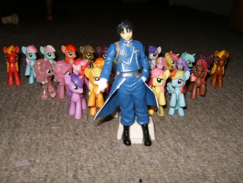 kisakisaxo:  Roy Mustang and his pony brigade. Aye, he be a noble leader.