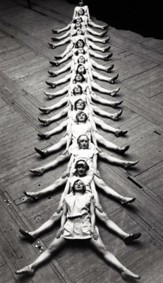 "retrogasm:  ""The Centipede"" performed by dancers in Brussels, 1929"