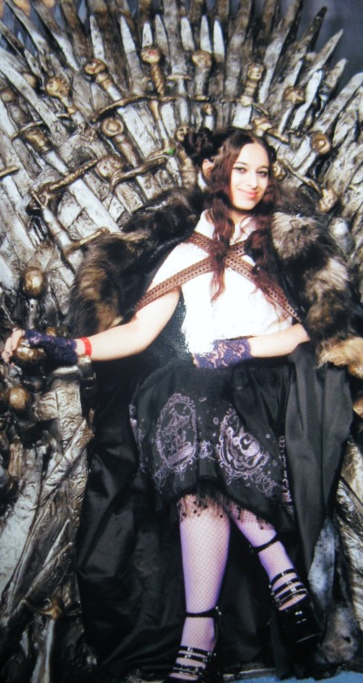 jennkitty:  Thursday's outfit on the Iron Throne!