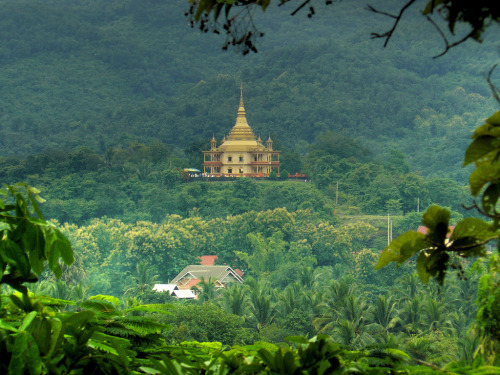 theworldwelivein:  Wat Pa Phon Phao Luang (by B℮n)